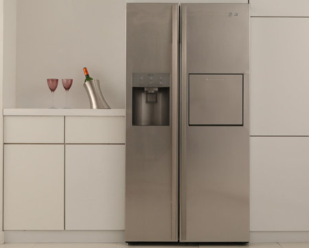 LG Side bySide Refrigerator thumb 450x361 LG launches EUS first A++ energy rated side by side Fridge with worlds first air purifying system in a refrigerator