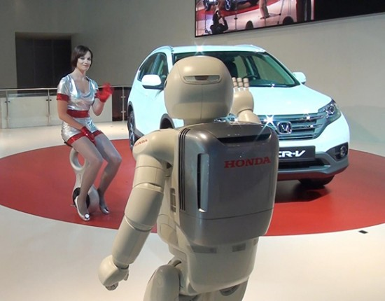 asimo 550x430 Honda humanoid robot Asimo joins U3 X personal mobility device for the first time in Europe